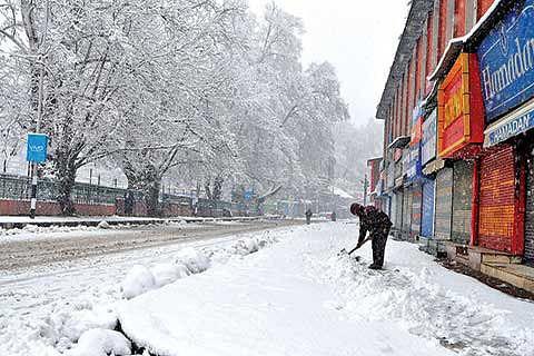 Flights cancelled, highway closed as Kashmir receives fresh snowfall