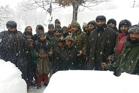 33 children among 80 persons rescued from snowbound Waltengoo Nar: Police