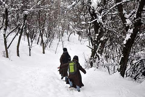 South Kashmir villages remain cut off