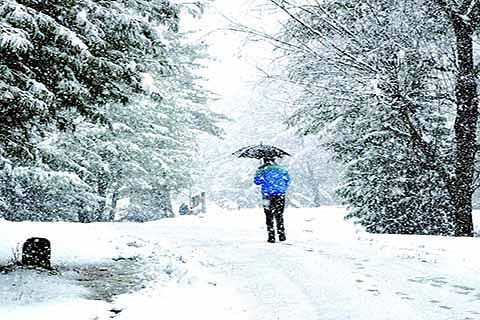 SNOWFALL(OUT): Life remains paralyzed for 4th day in Rajouri, Poonch