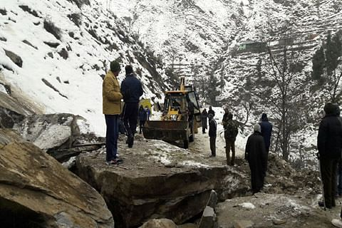 Landslides block Srinagar-Jammu highway