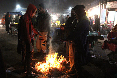Cold wave continues in Jammu Kashmir