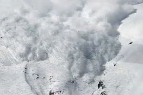 Video: Army officer killed in Sonamarg avalanche, seven missing troopers rescued