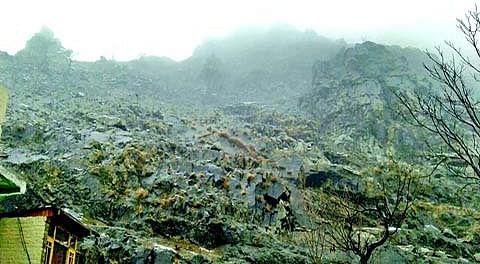 Crumbling mountain gives sleepless night to Pantha Chowk residents