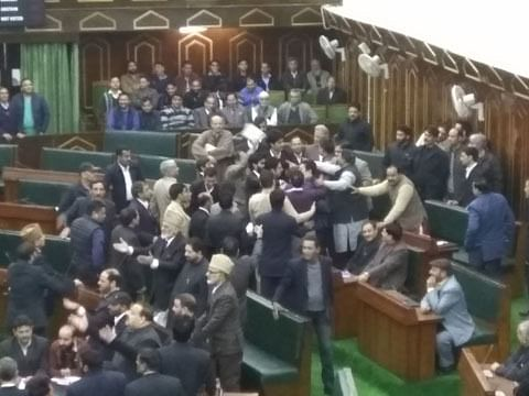 Ruckus in assembly over ailing power supply in snowbound Kashmir