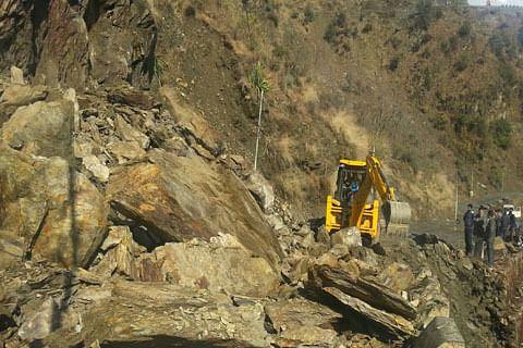 Landslides, shooting stones force closure of Batote-Kishtwar Highway