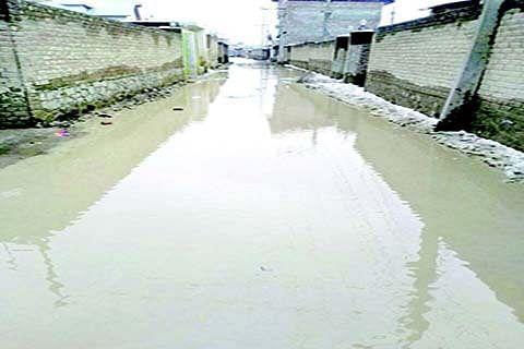 Waterlogging irks Mominabad residents