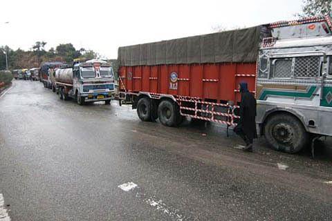 One-way traffic on Srinagar-Jammu highway