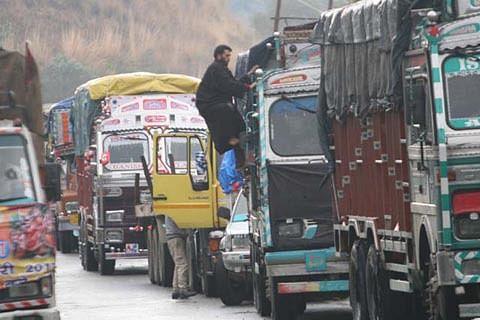 No traffic on Jammu-Srinagar highway for fourth day