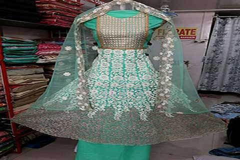 Ladies outfits: Kashmir taste with royal touch