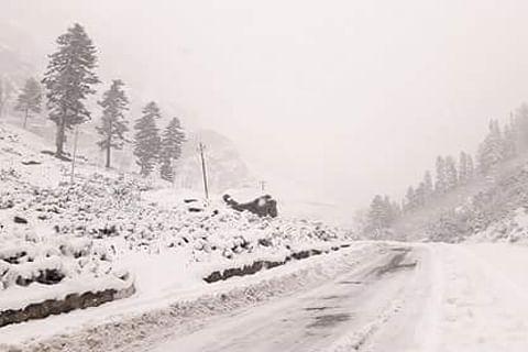 Rains lash plains, snow in upper reaches in J&K