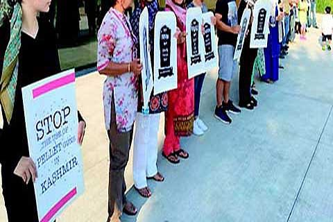 Kashmiri delegation holds photo exhibition, protest in Geneva