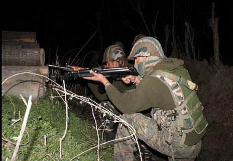 Militants escape after exchanging gunfire with forces in Pulwama