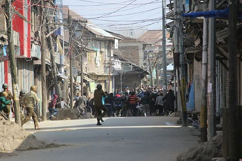 Video: Clashes erupt in Sopore after Friday prayers