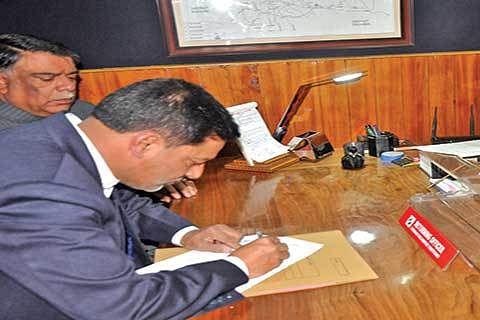 PDP's Nazir Khan files nomination from Srinagar