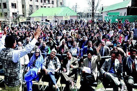 PDD top brass, engineers protest adhocism in deptt