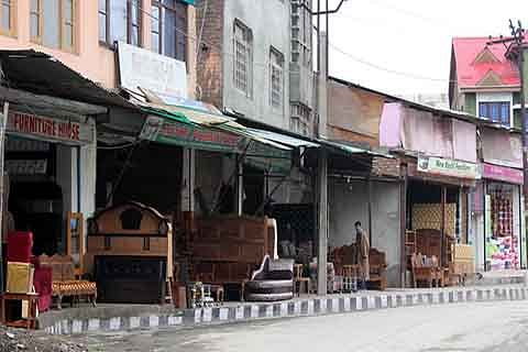 Encroachment by shopkeepers goes unabated in highway towns