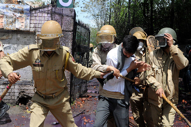 Students Detained Amid Clashes on MA road in Srinagar