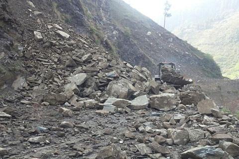 Landslides disrupt traffic on Baramulla-Uri highway