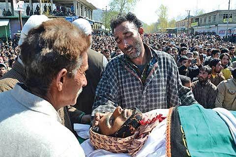 Kashmir shuts to mourn civilian killings
