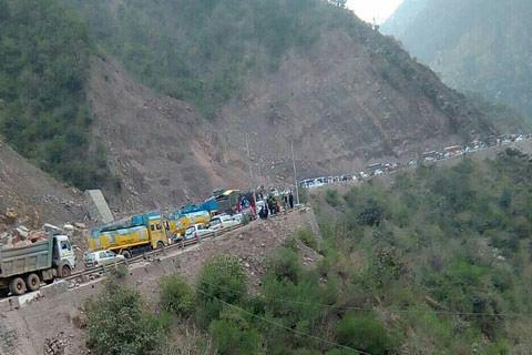 400 kgs of poppy seized from truck on JK highway, 2 held
