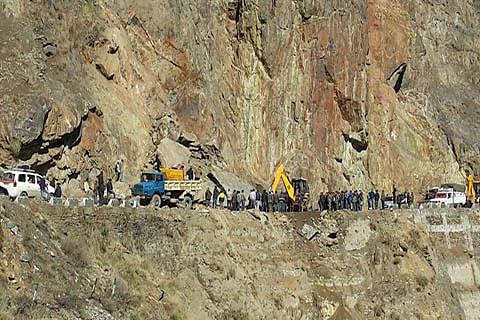 Naeem reviews status of Batote- Kishtwar highway