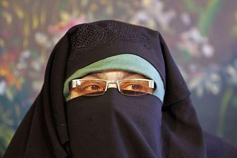 Aasiya felicitates people of central Kashmir