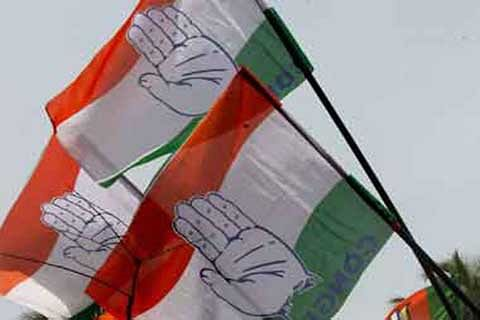 Congress meets Governor, seeks govt's dismissal