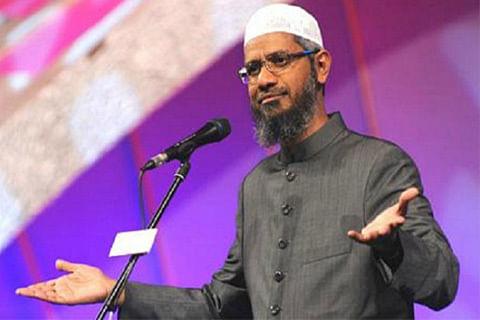 Mumbai court issues warrant against Zakir Naik