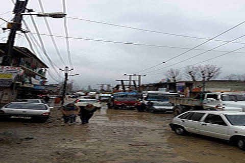 Traffic jams on Sanat Nagar-Rangreth road