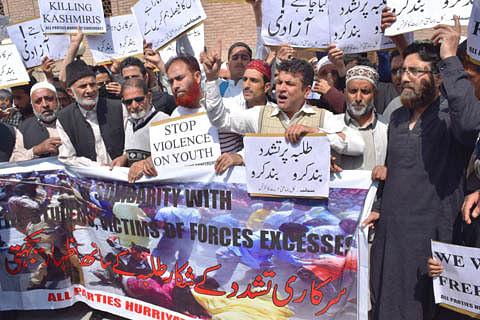 Video| Hurriyat (M), JKLF hold solidarity marches for Kashmir students