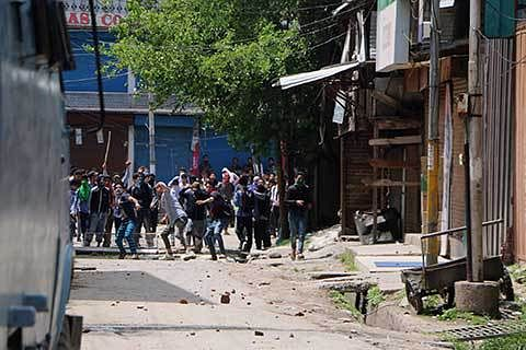 Student protests continue, 20 injured in Pulwama, Shopian