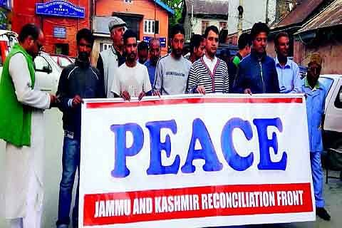 Silent protestors pitch for Indo-Pak dialogue