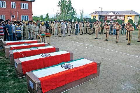5 cops, 2 bank guards killed in Kulgam attack