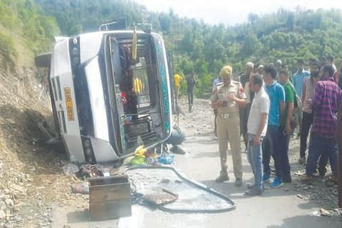 One dies,10 injured in Mahore accident