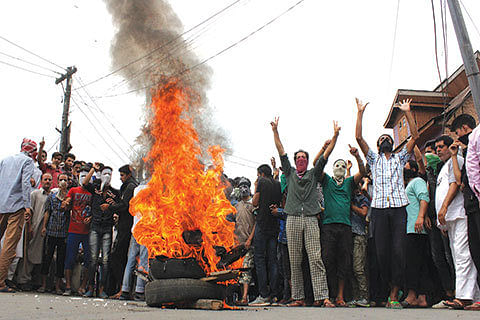 Right-wing outfit burns effigy of JK CM