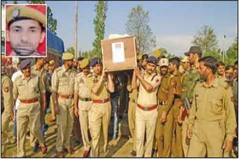 Wreath laying ceremony of slain cop held in Kulgam