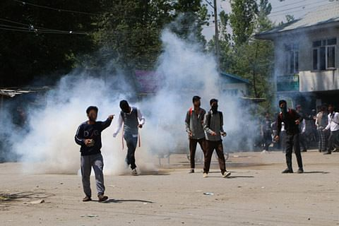 Students, forces clash in Newa area of Pulwama