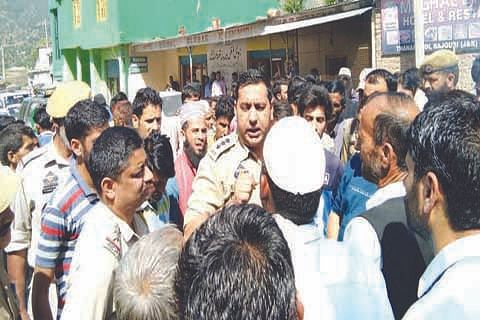 Villagers hold protest to demand connectivity