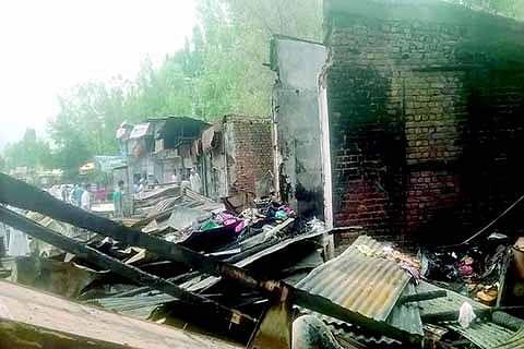 17 shops gutted at Shalimar