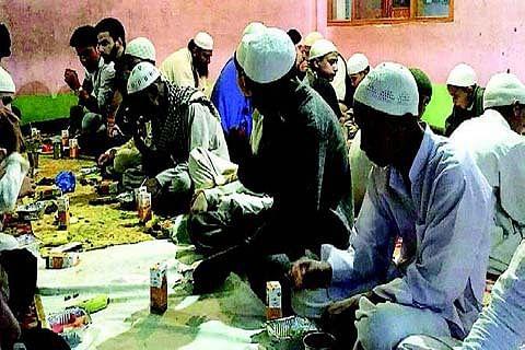 Amori Khariya organises iftar for orphans