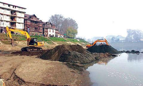 Dredging imperative downstream to avoid floods in Jhelum, advise experts