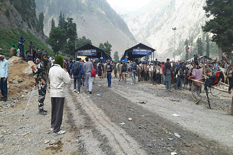 Kashmir: Amarnath yatra suspended on both routes after overnight rains