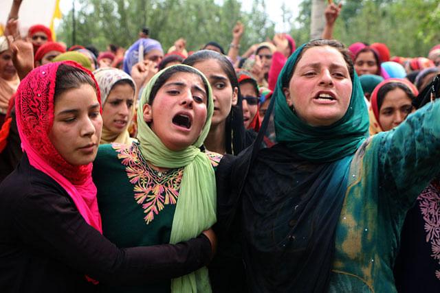 Relatives Wail During Last Rites of Slain Militant Jehangir Khanday in Shopian