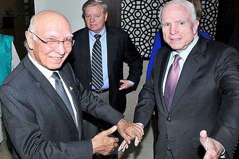US Senator urges India, Pakistan to hold talks on Kashmir