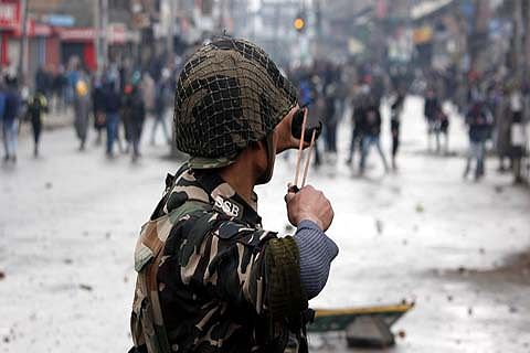 Cop, woman wounded in Anantnag attack