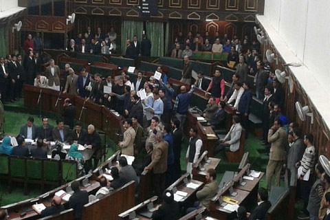 Govt lifts gag on mobile phones, cameras after media-persons boycott Kashmir assembly