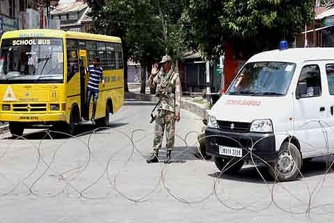 Businesses across Kashmir remain shut; Downtown put under curfew