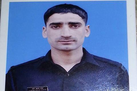 Kashmiri army man deserts unit along with rifle, ammunition