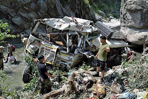 16 Amarnath pilgrims die, 28 injured in highway accident